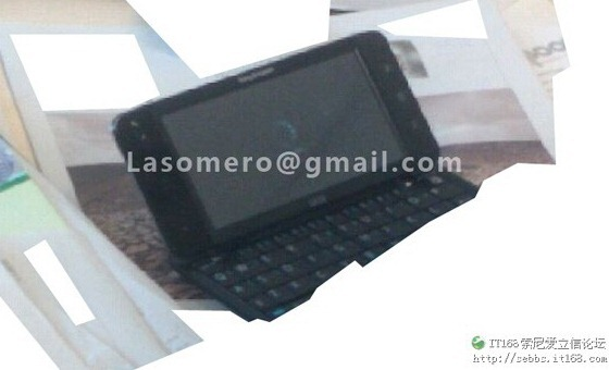 Sony-Ericsson-Android-5-inch-QWERTY-PSP[6]