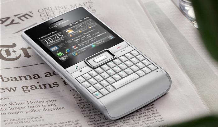 Sony Ericsson Aspen White Studio