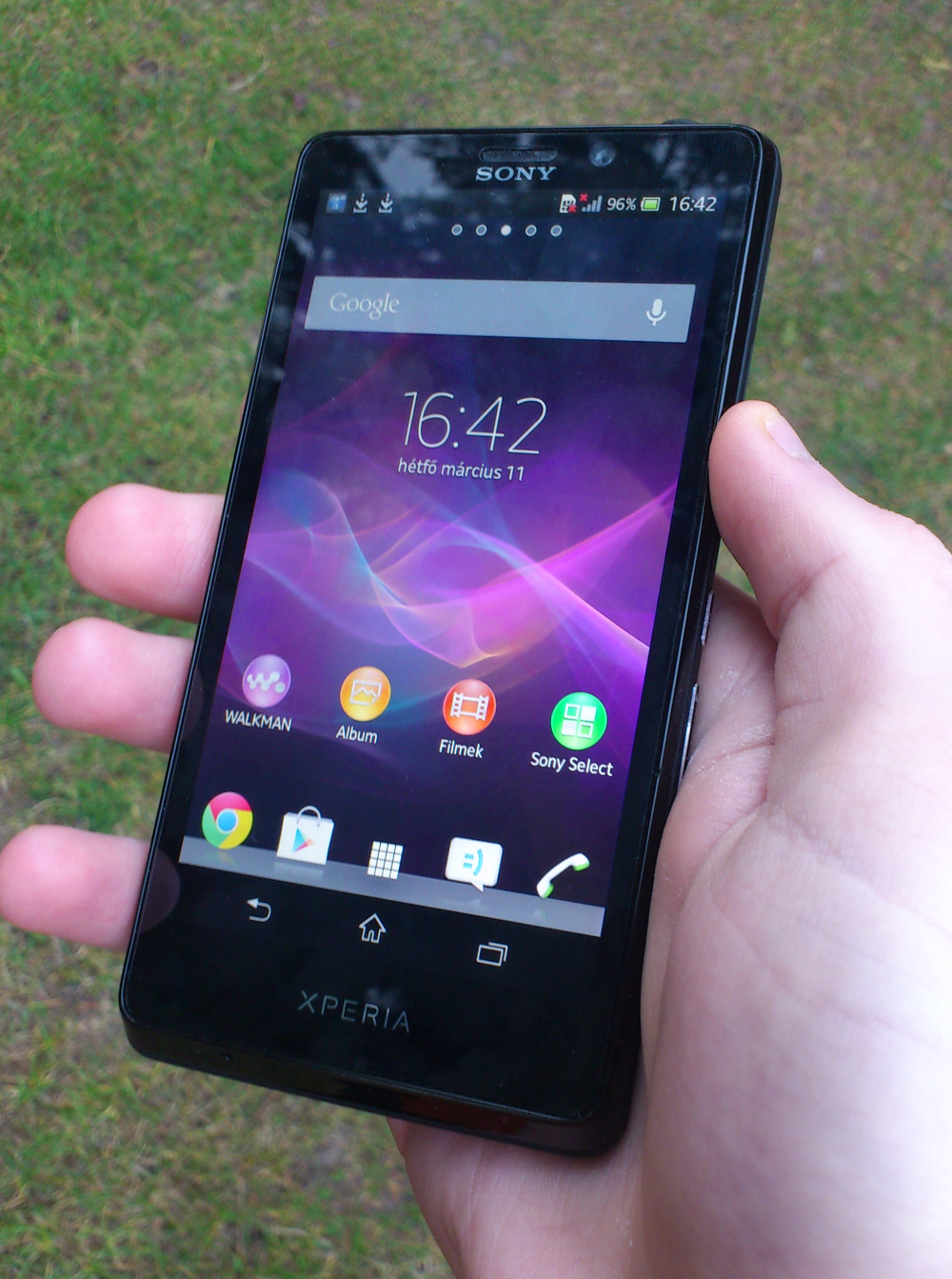 Xperia T hand 2
