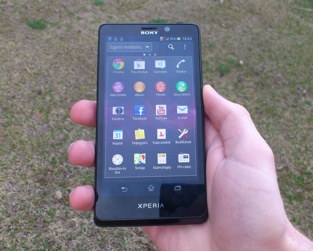 Xperia T in hand