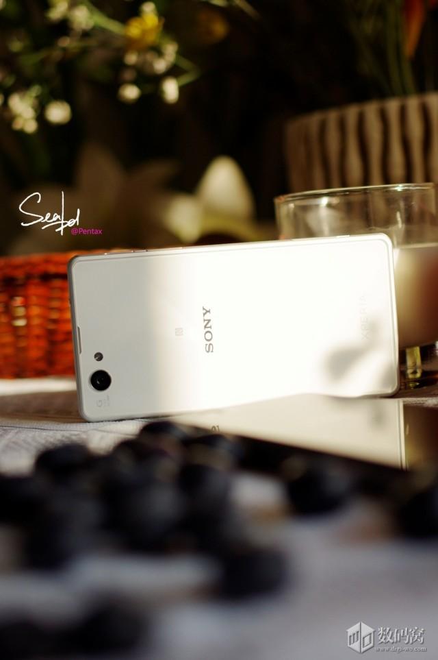 Xperia-Z1-Compact-in-colour_14-640x963