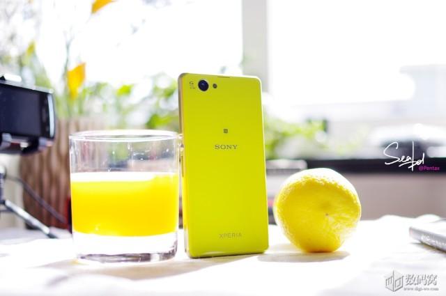 Xperia-Z1-Compact-in-colour_3-640x425